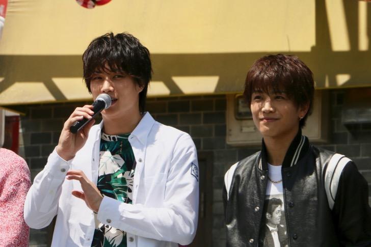 左から鈴木伸之さん、岩田剛典さん、