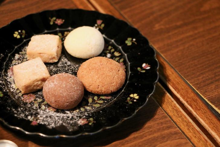 手作りクッキー(5枚1皿100円)