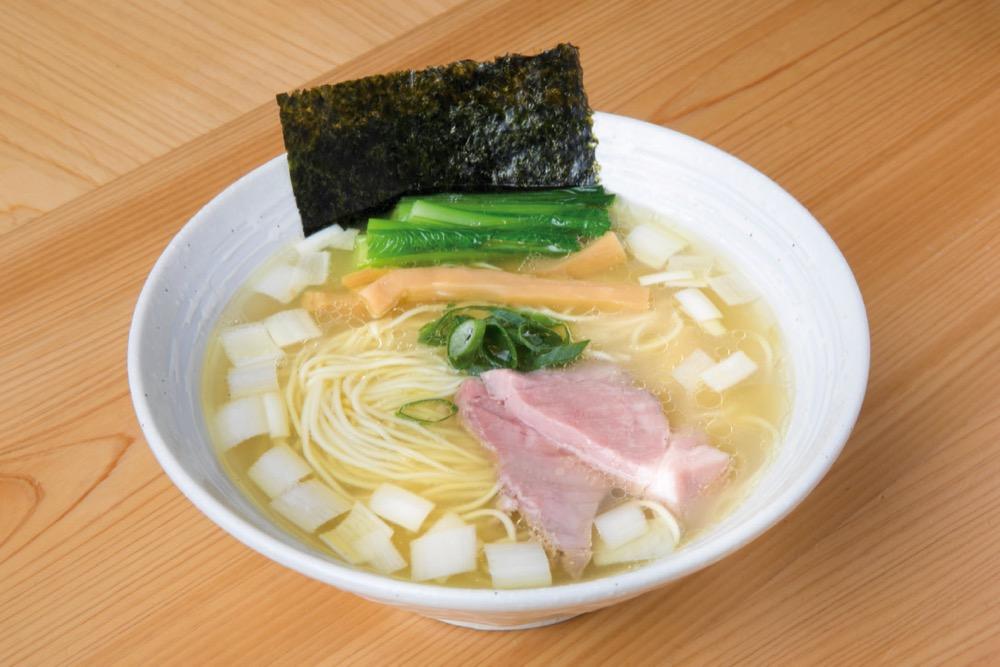 「比内地鶏と名古屋コーチンの塩らぁ麺」 800円
