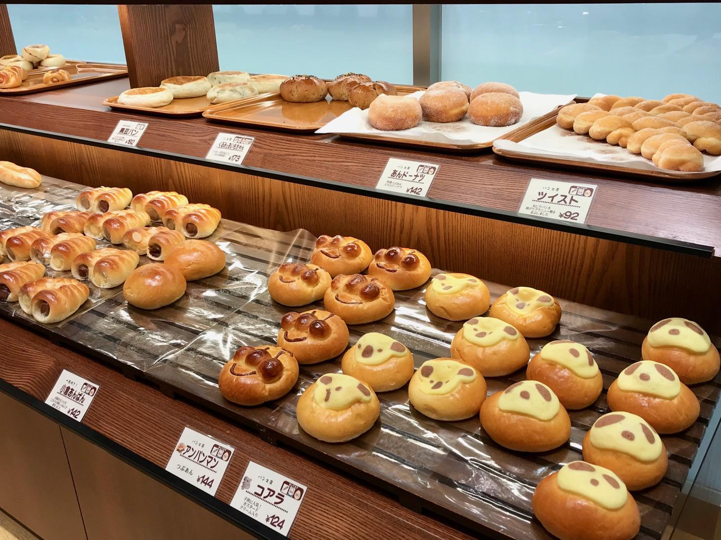 菓子パンや惣菜パン、クロワッサンなどなど様々な焼き立てパン