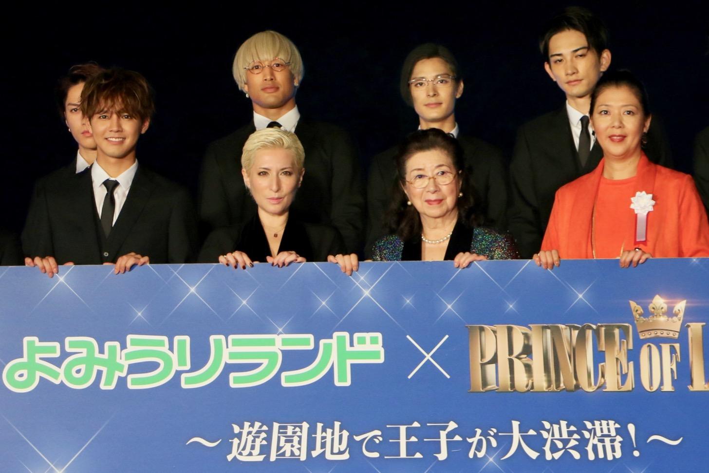 よみうりランド ジュエルミネーション 点灯式に登場した(前列左から)片寄涼太さん、LISAさん、石井幹子さん、石井リーサ明理さん (C)多摩ポン