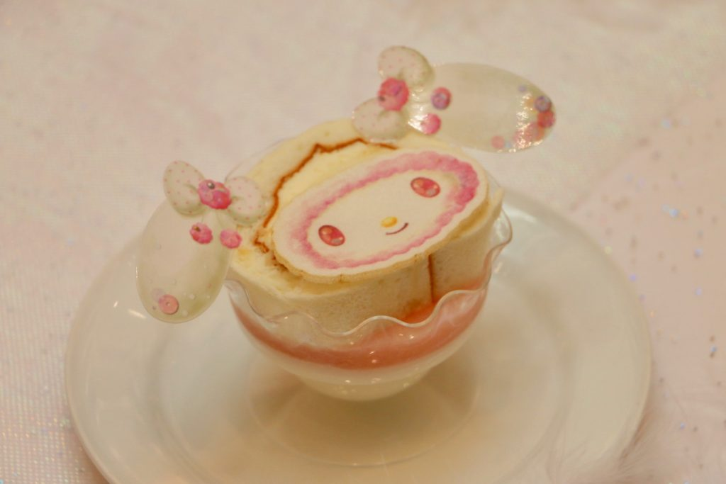 マイメロディのホワイトロールケーキパフェ(600円)