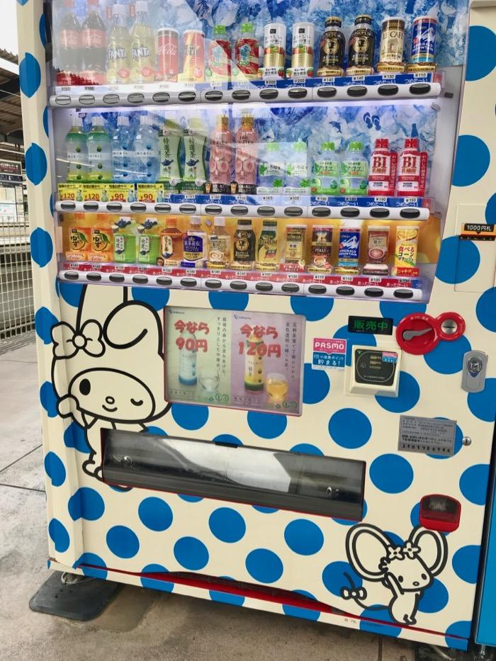 自動販売機はおしゃれな水玉模様に!