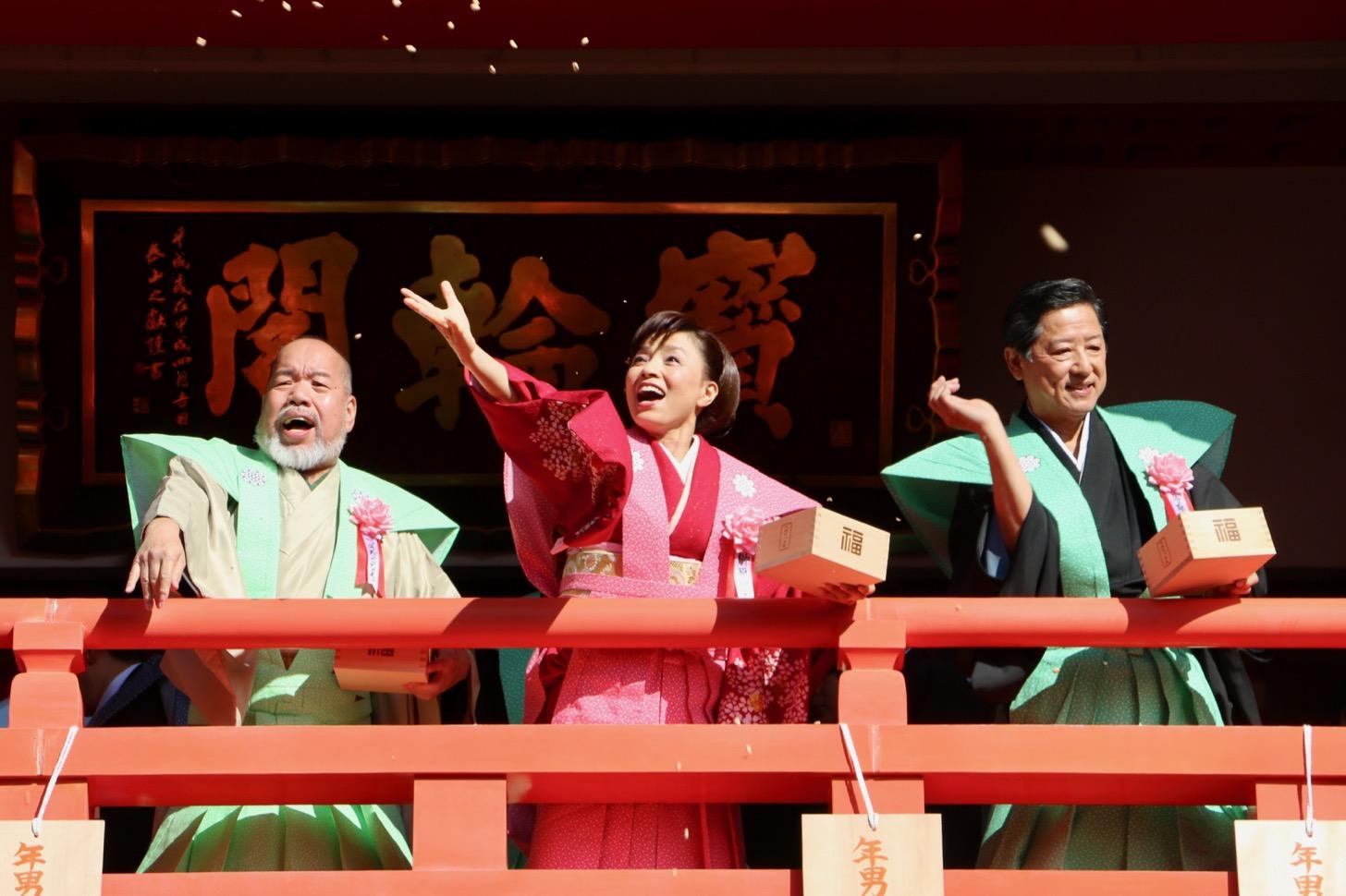 高幡不動尊金剛寺の節分豆まき式に登場した榊原郁恵さん、つのだ☆ひろさん、寺泉憲さん