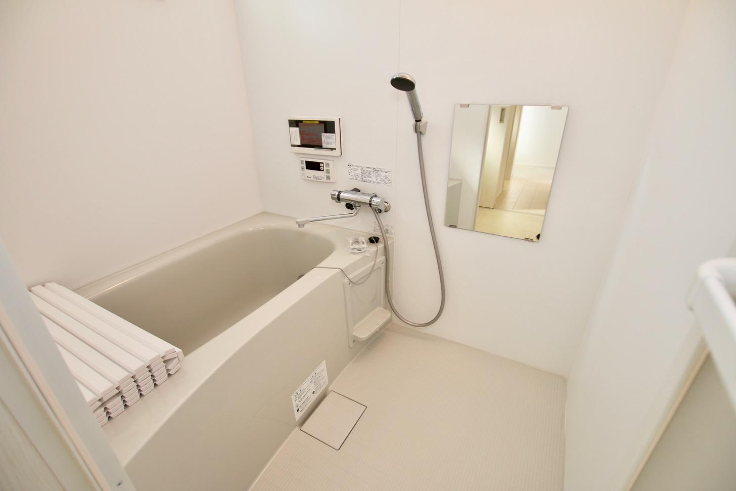 2階:広々とした一坪タイプのお風呂