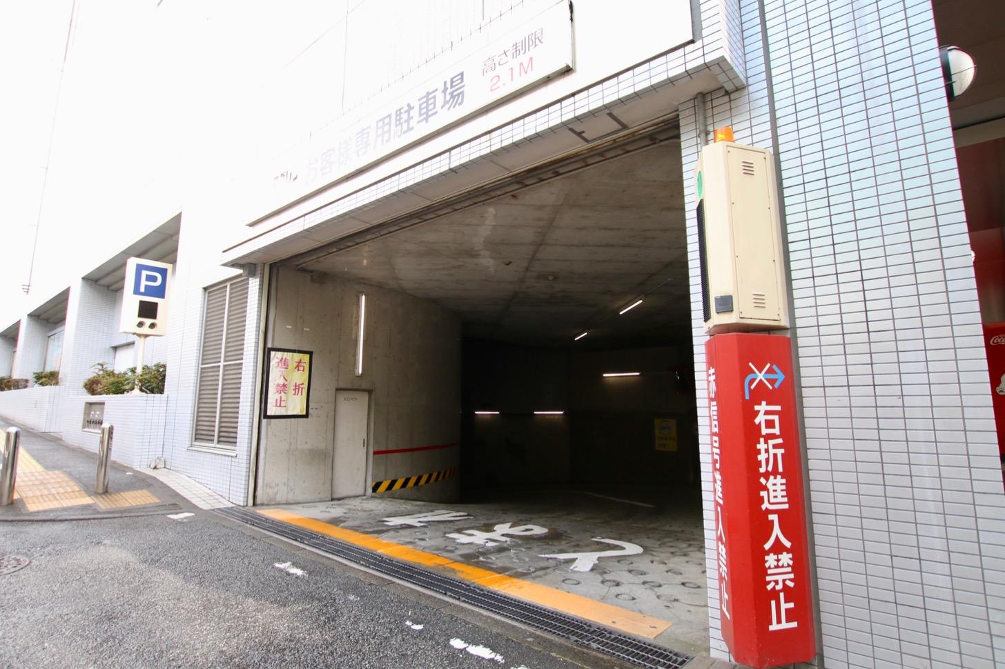 マグレブEAST地下駐車場