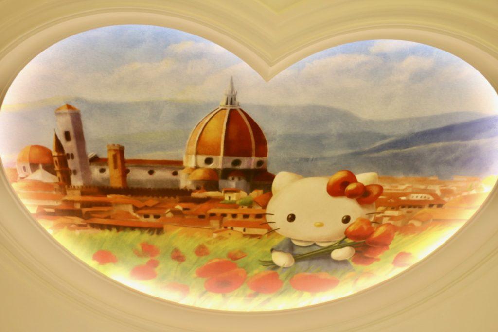 館のレストランの天井画 ハローキティ
