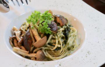 アリーシアカフェ 海苔と茸の和風パスタ