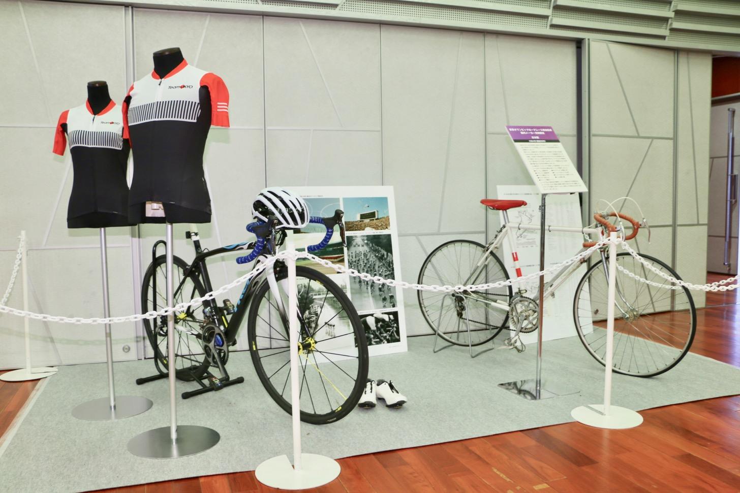ロードレースで使用されている自転車(現在のと、1964年の東京五輪開催時の自転車)が並べて展示。