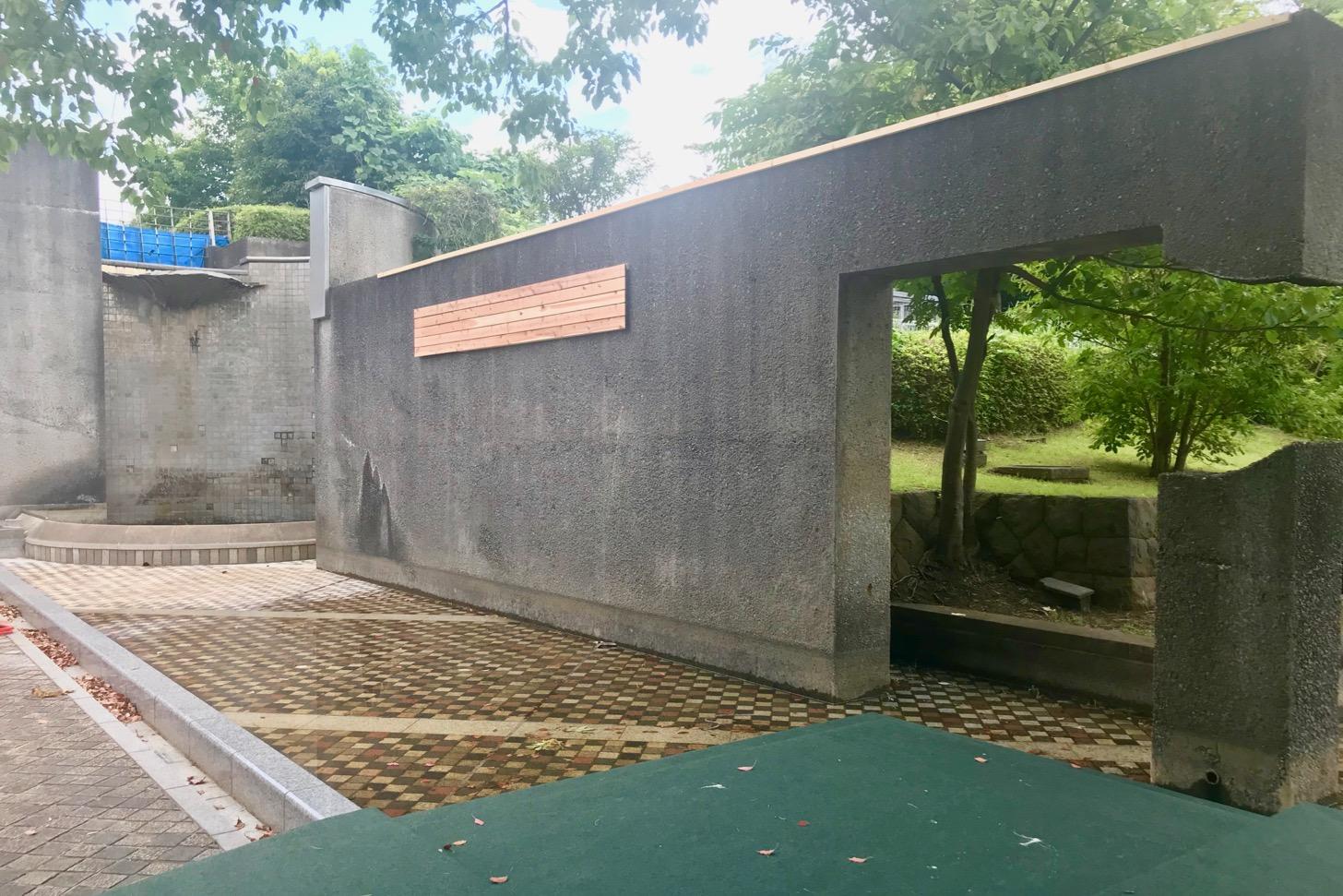カフェトレーノ・ノッテの前の池で行われている「ちゃぷちゃぷ池」