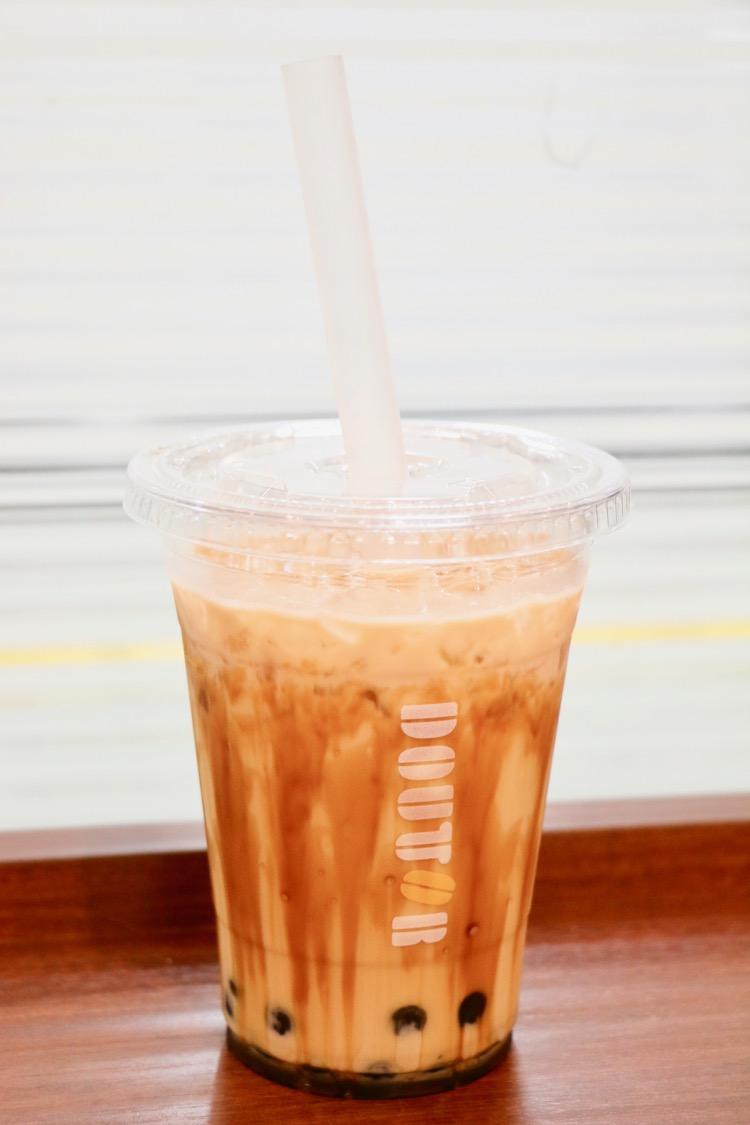 ドトールコーヒー 京王多摩センター店の沖縄西表島産の黒糖を使用した「タピオカ黒糖ミルク(Mサイズ450円税込)」