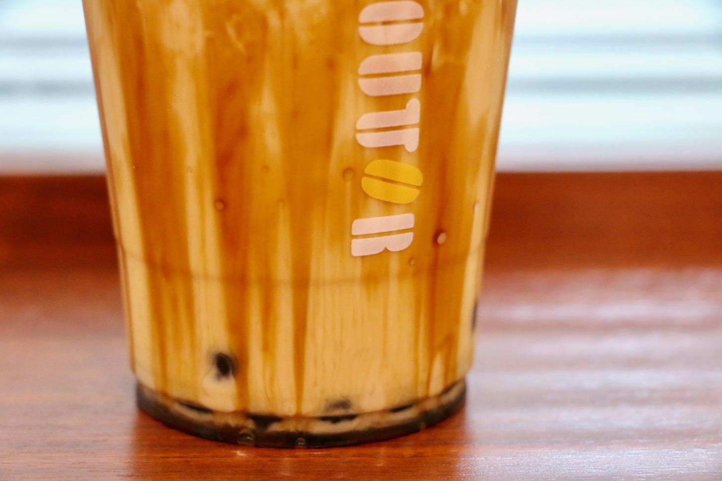 ドトールコーヒー 京王多摩センター店の沖縄西表島産の黒糖を使用した「タピオカ黒糖ミルク(Mサイズ450円税込)