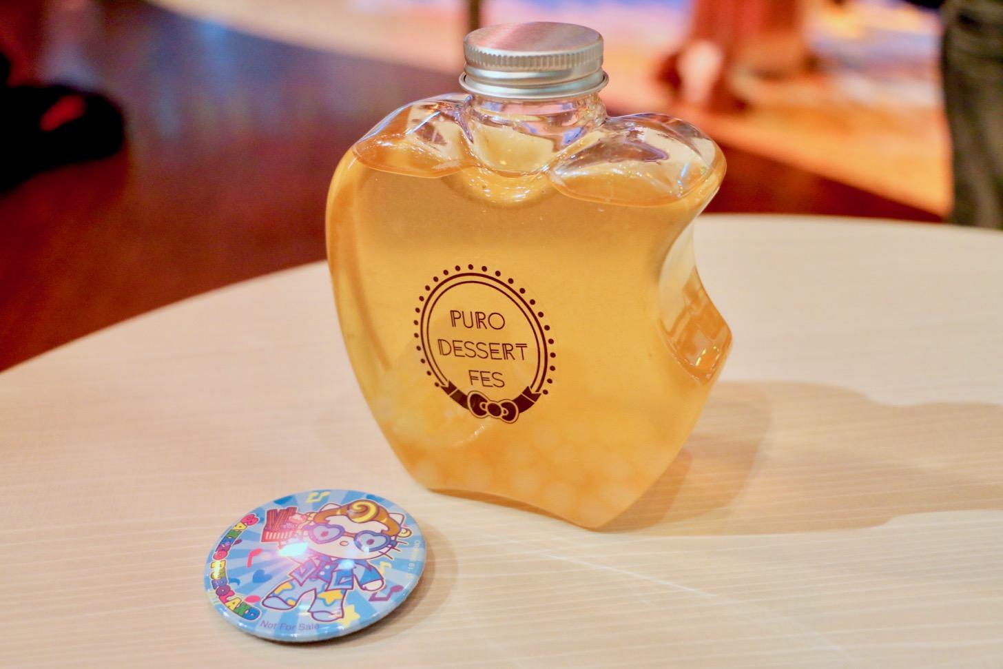 タピオカボトルドリンク(アップルマンゴー)はピューロ夏フェスオリジナル缶バッジ付き