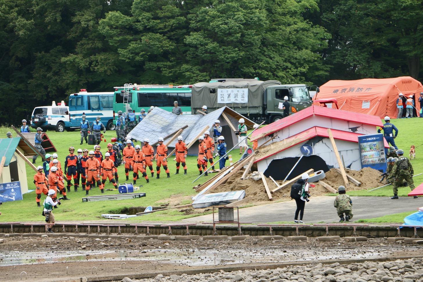 倒壊建物等からの救出救助訓練(公助訓練)(多摩中央公園)