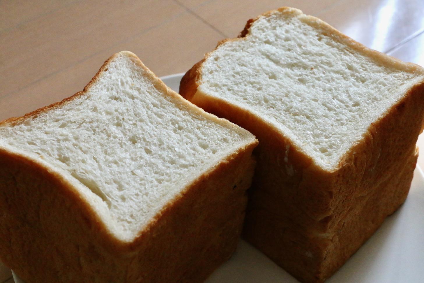 「米麹もちこ(角食)」と「塩麹さくお(山食)」