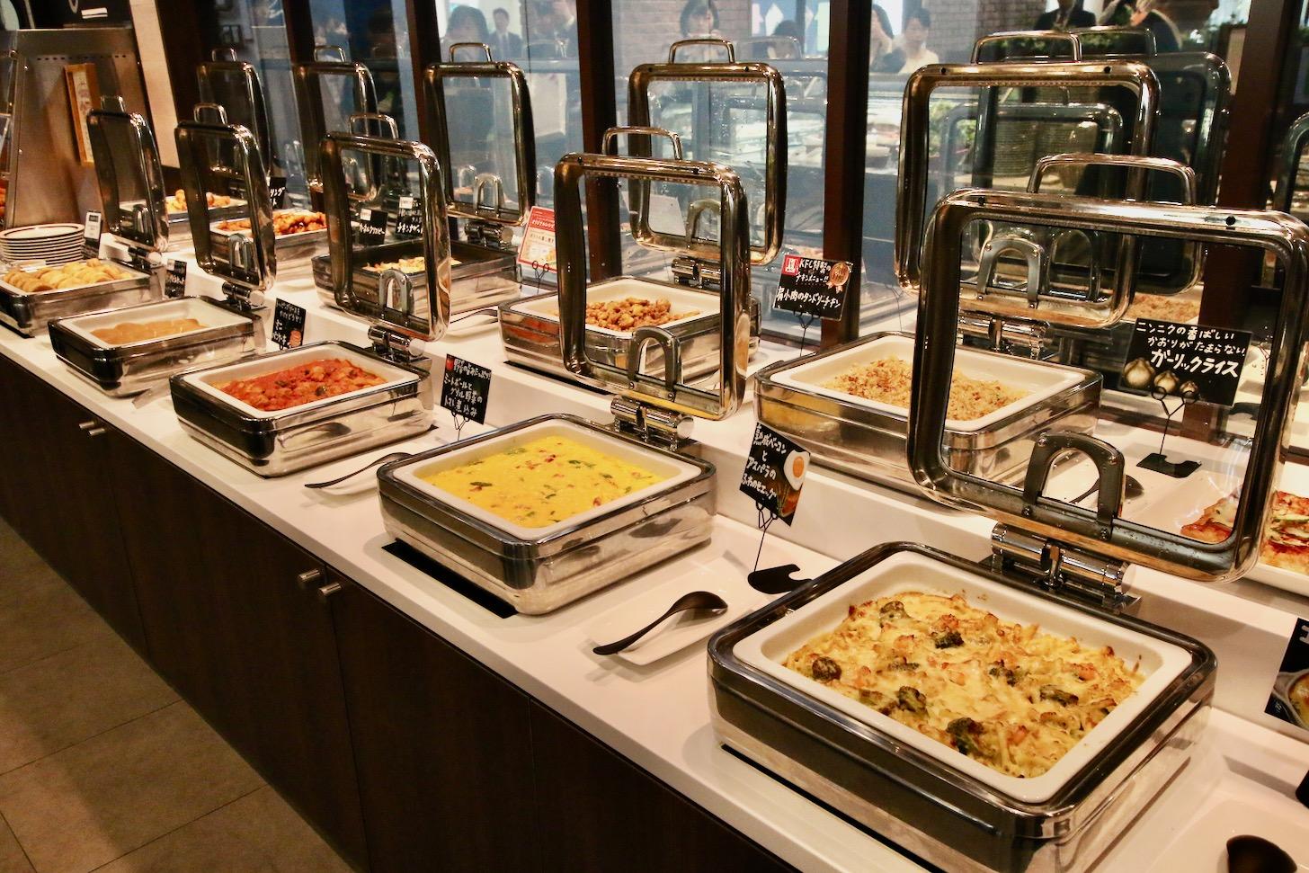 KFC レストラン南町田グランベリーパーク店 50種類の様々な料理がスタンバイ!