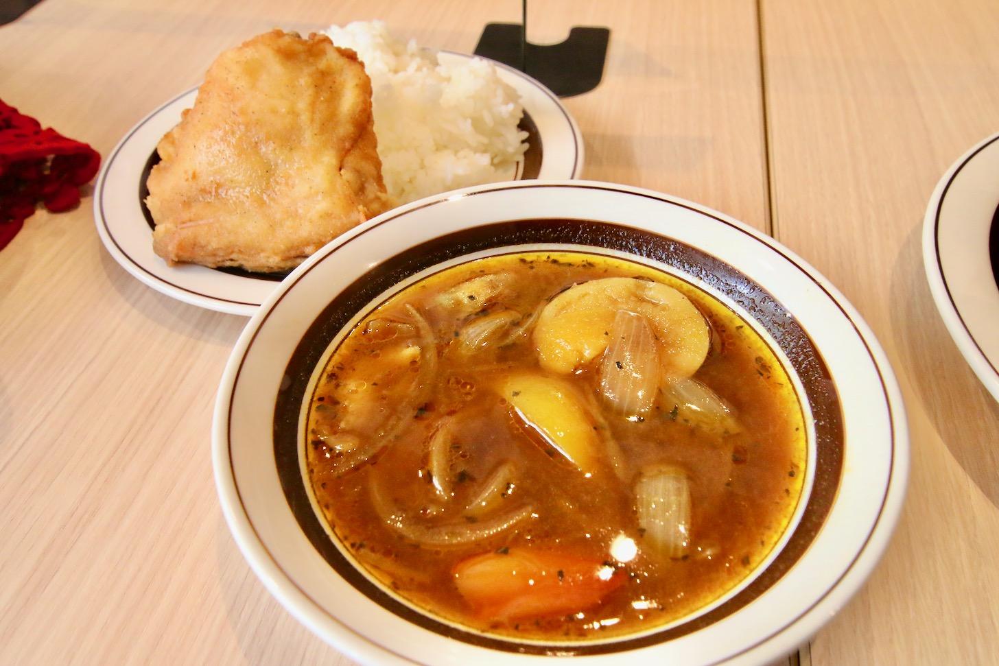 オリジナルチキンのための特製スープカリー
