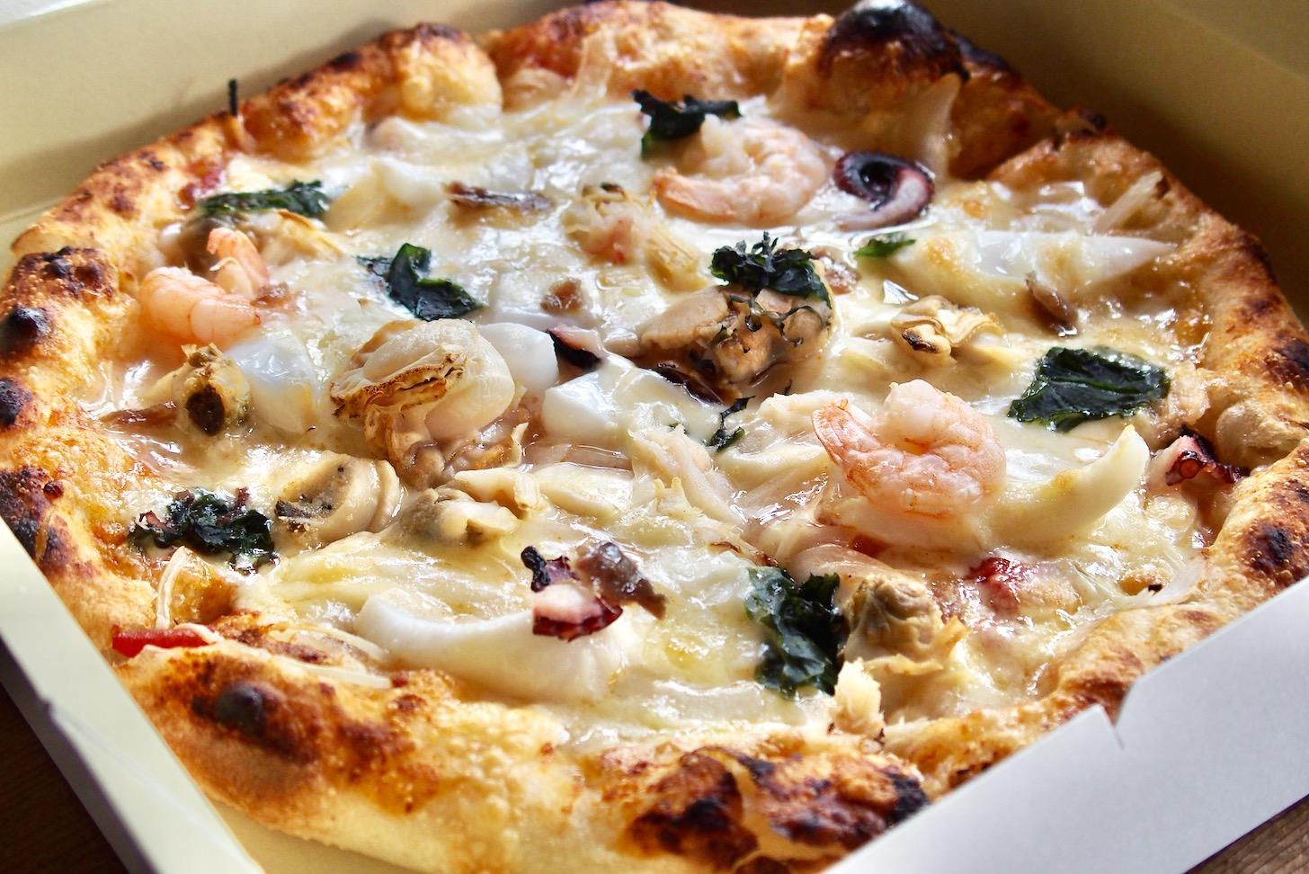 ハウスリーク「漁師風魚介類のピザ」