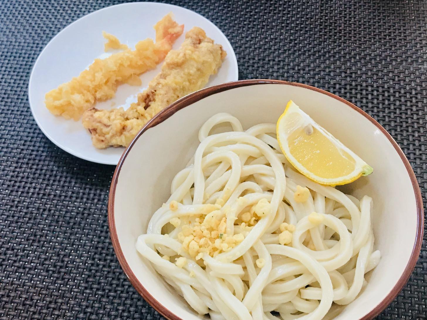 おうちで「丸亀製麺」いただきます。天かすとレモンは自前でトッピングしました