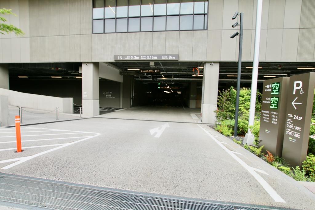 グリーンスプリングスの駐車場入口