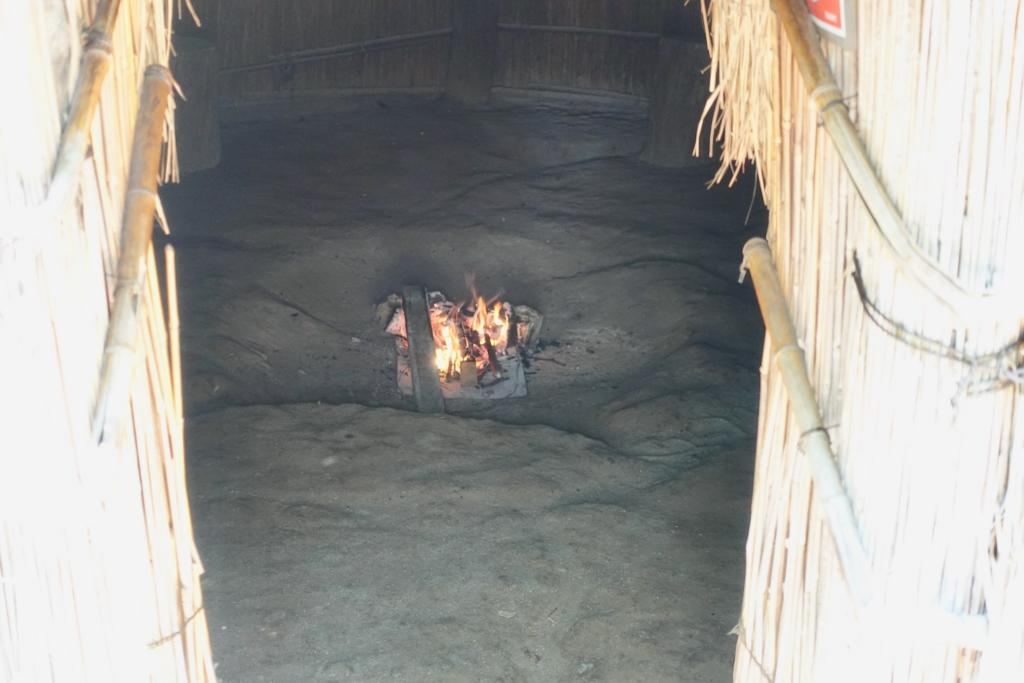 多摩センターの遺跡庭園「縄文の村」火焚き