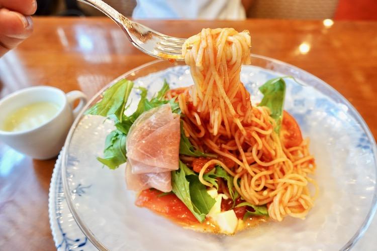 椿屋カフェ聖蹟桜ヶ丘店 北海道モッツァレラチーズと生ハムのフレッシュトマトソース(冷製)