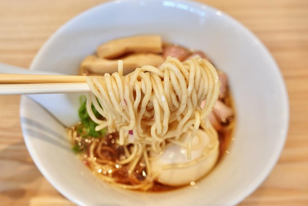 らぁ麺はやし田 多摩センター店の数量限定 特製のどぐろそば麺リフトアップ