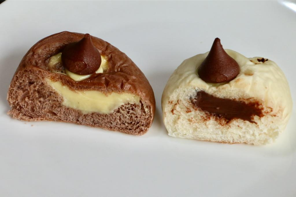 「日焼けした永沢君のクリームパン」と「永沢君のチョコパン」の中身