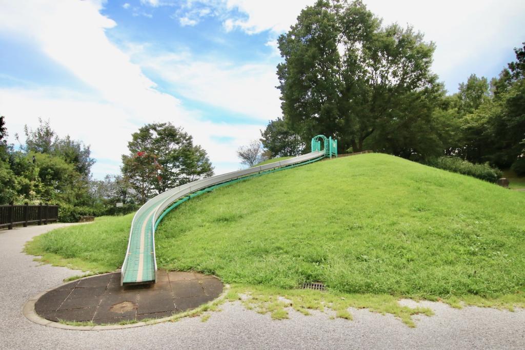 みはらし緑地の滑り台