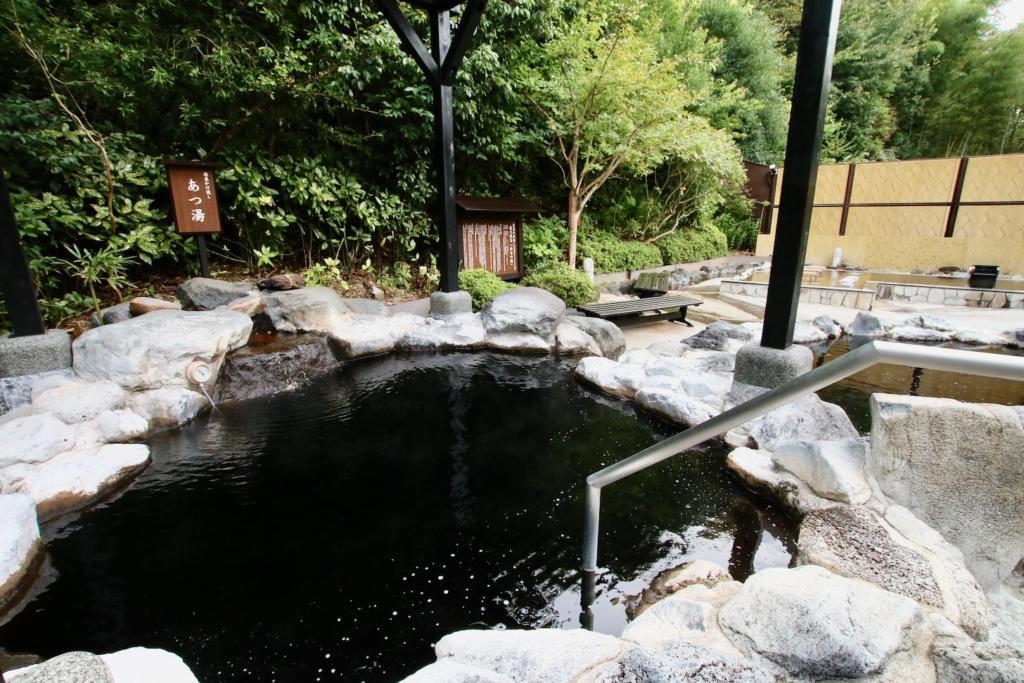 多摩境天然温泉「森乃彩」露天風呂「仙楽の湯」「あつ湯」と「ぬる湯」