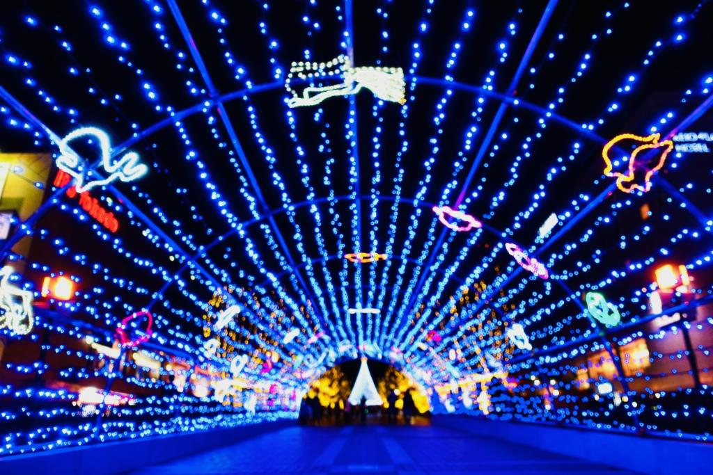 パルテノン大通りには「光の水族館」