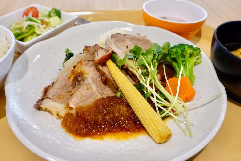 「LINK FOREST」3階レストラン「ローストポーク定食」