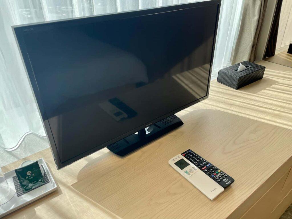 KDDIの宿泊研修施設「LINK FOREST」シングルルーム(25㎡)液晶テレビ
