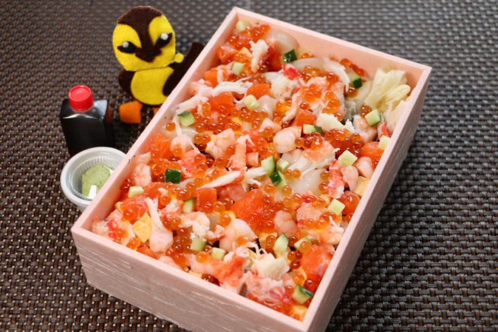 「御食事処 咲くら」で彩り海鮮ひなちらし