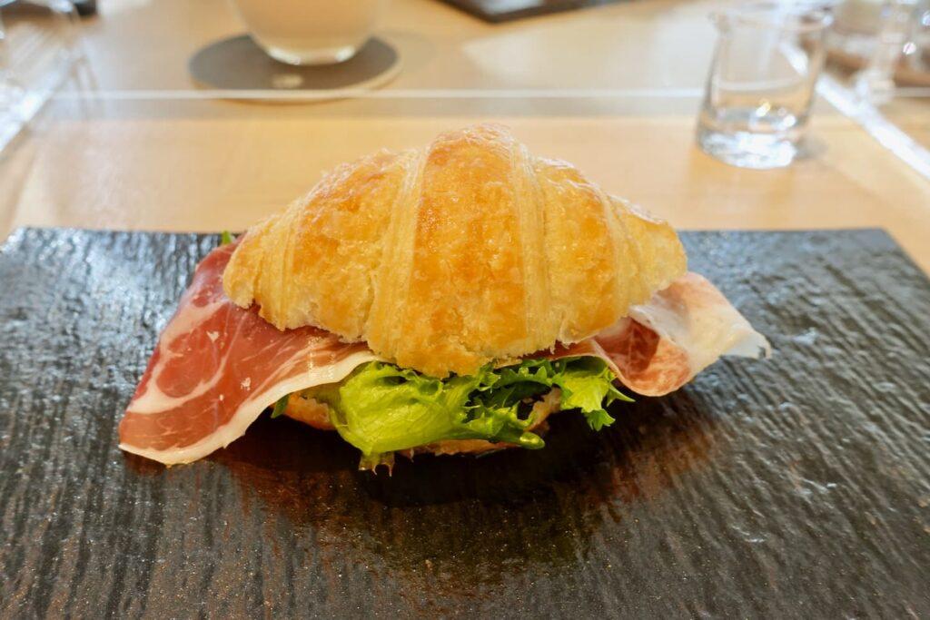 メロンと生ハムのクロワッサン サンドイッチ