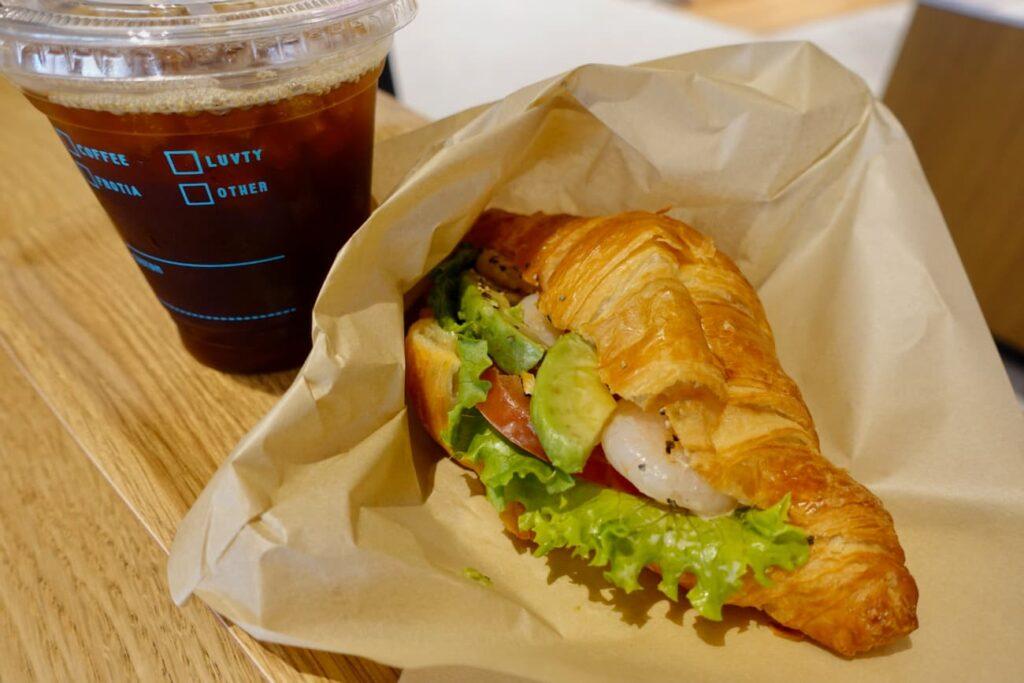 NORTH LINK Coffee& Tea Cowork+(カフェ+コワーキング )「本日のコーヒー」や「シュリンプアボ」