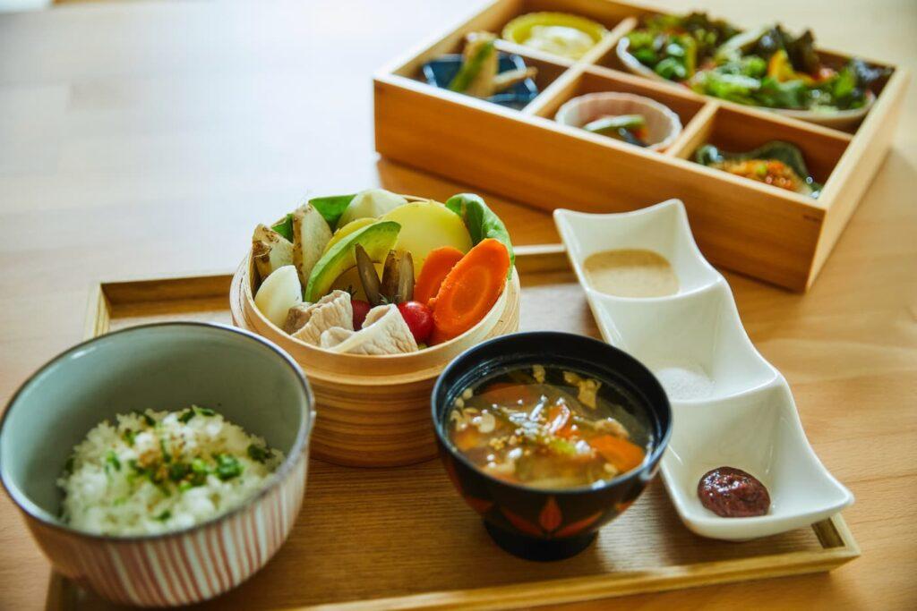 ランチセット「前菜+メイン:野菜のせいろ蒸し」