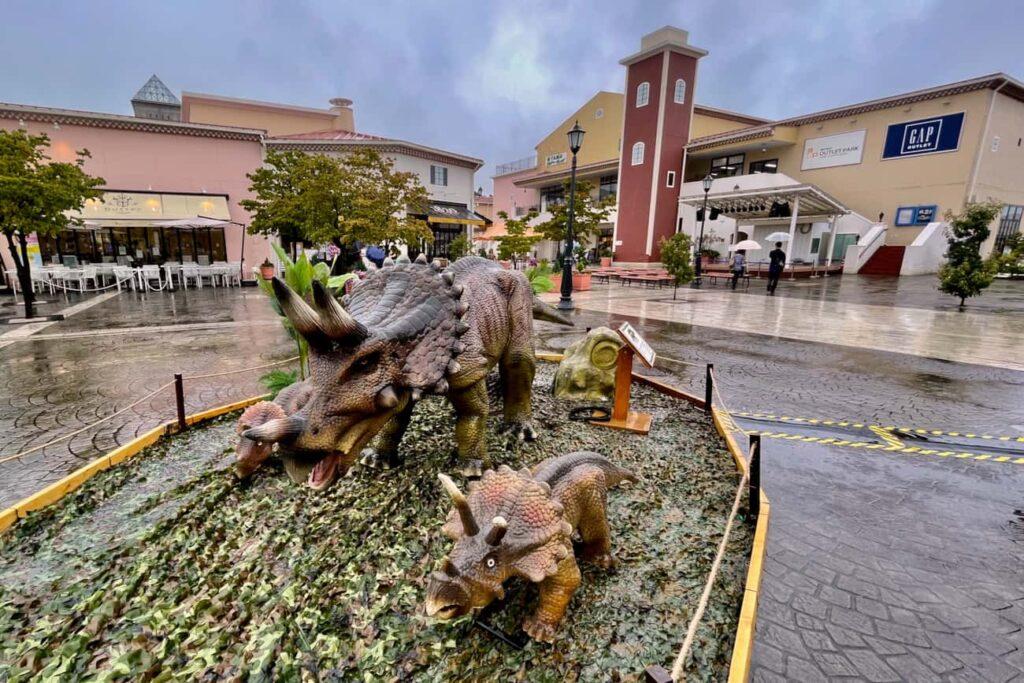 三井アウトレットパーク多摩南大沢」では2021年8月14日(土)~8月29日(日)まで「動く!恐竜ロボット展示」が開催中