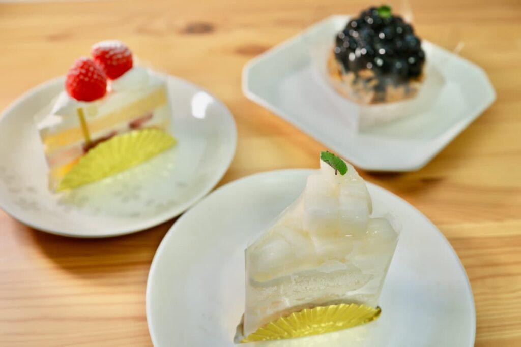 「ケーキファクトリー ホイップ」さんで、梨のショートケーキ
