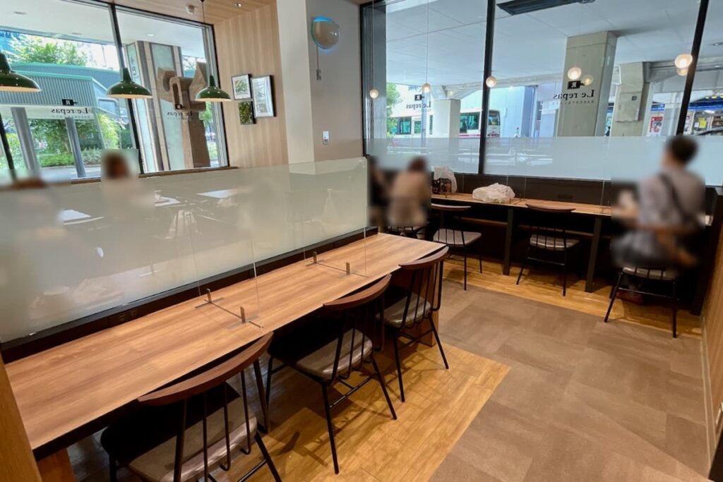 ベーカリー&カフェ ルパ 桜ヶ丘店イートインスペース
